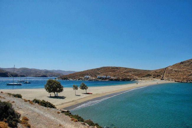 Στην Κύθνο θα βρείτε μια πανέμορφη παραλία...
